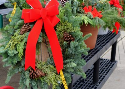 Wreath decorated easel 2018