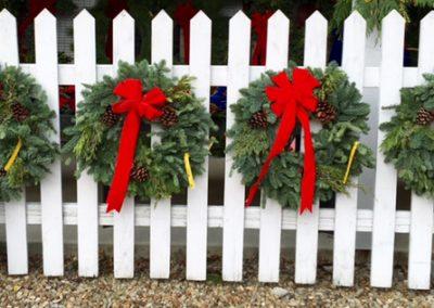 WreathFenceDisplay2